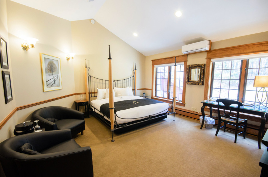 Capella room with king bed and sitting area.