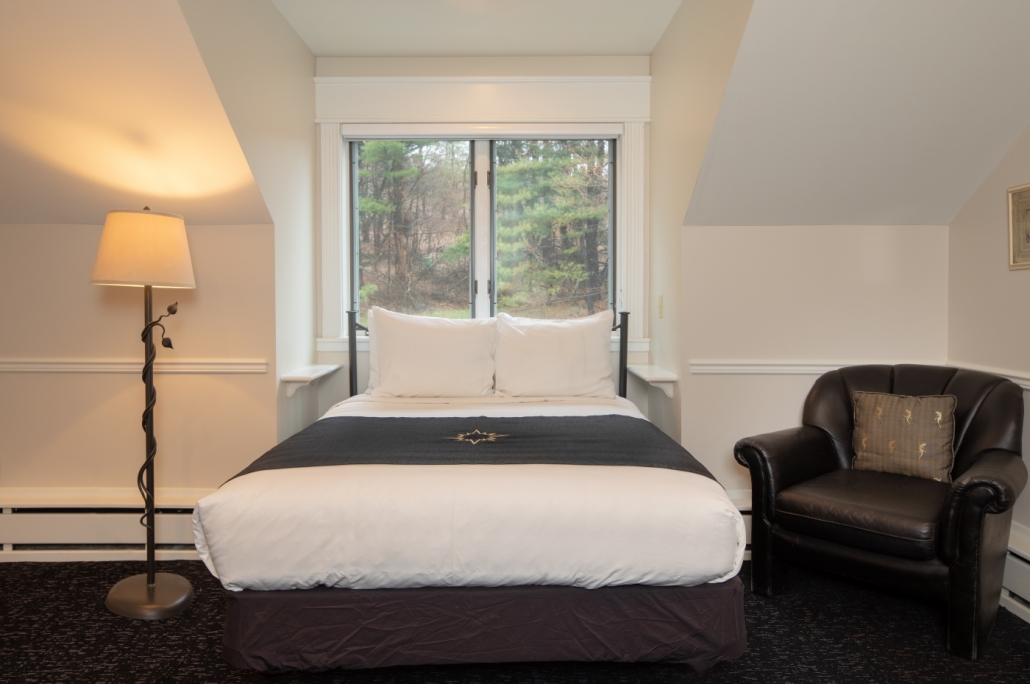 Full-sized bed with wooded views in Lyra room.